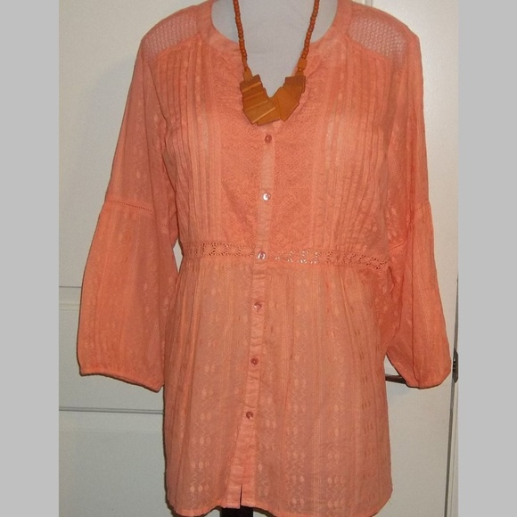 Avenue Tops - Ladies Perfect peach lace detail top Avenue EUC